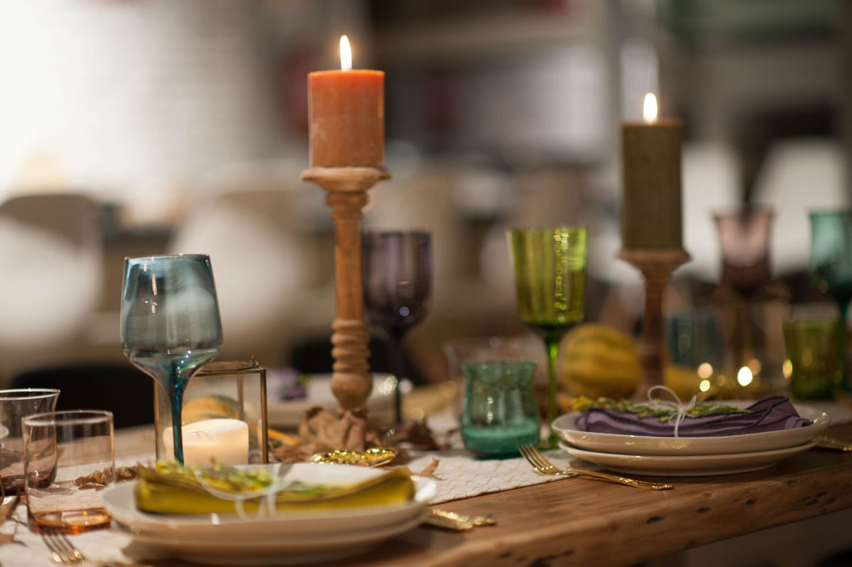 Mesa Madera, vasos, velas
