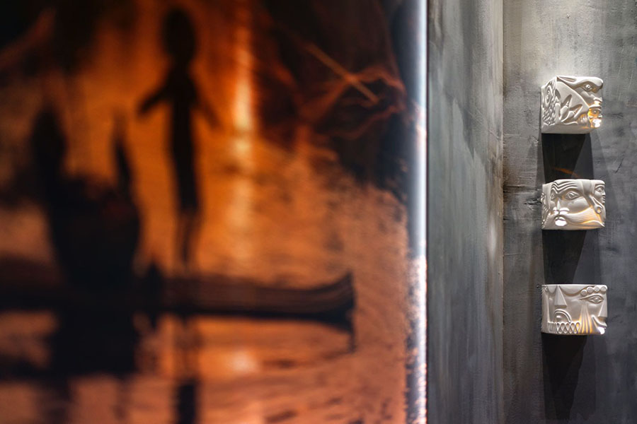 Decoración pared Distressed Walls Casa Decor 2018
